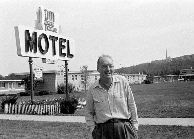 """Vladimir Nabokov este autorul clasicului roman """"Lolita!"""