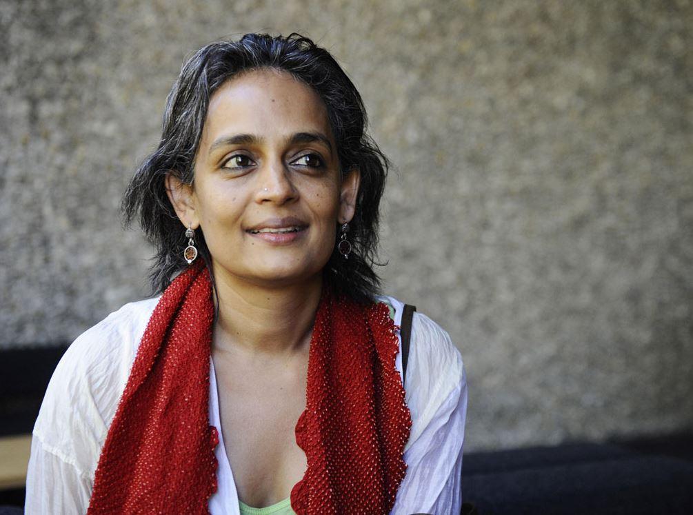 """Arundhati Roy este autoarea cărții """"The God of Small Things"""""""